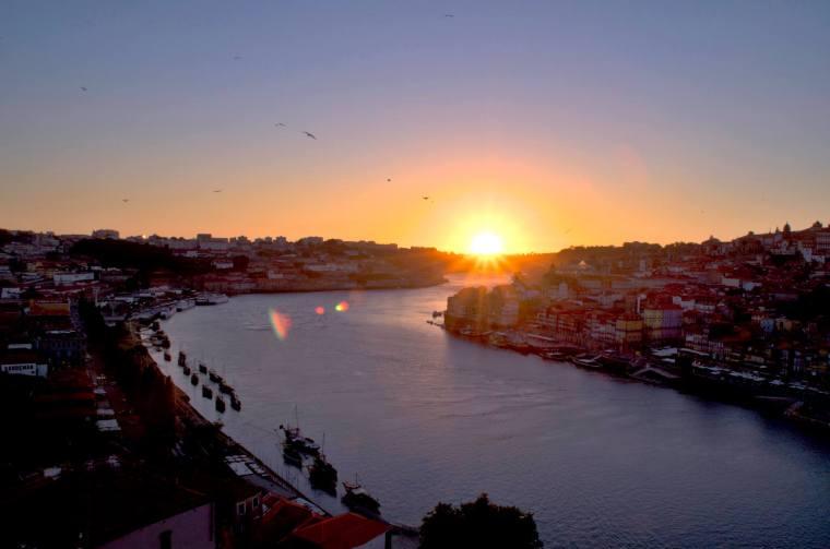 Atardecer desde lo alto del puente Don Luis I en Oporto