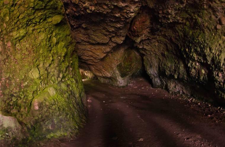 Cuevas Cushendun, donde Melisandre da a luz a ese extraño ser...