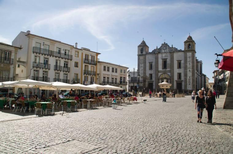 Plaza de Giraldo en Évora, Portugal