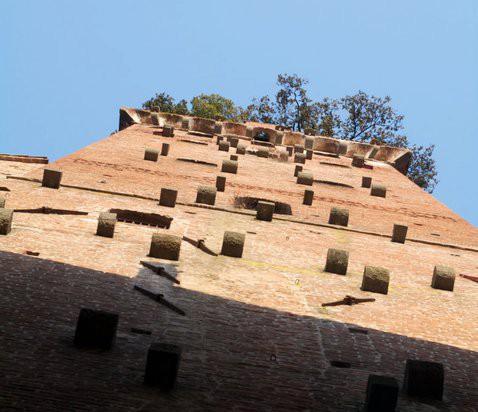 Torre Guinigui con su jardín de encinas, en Lucca