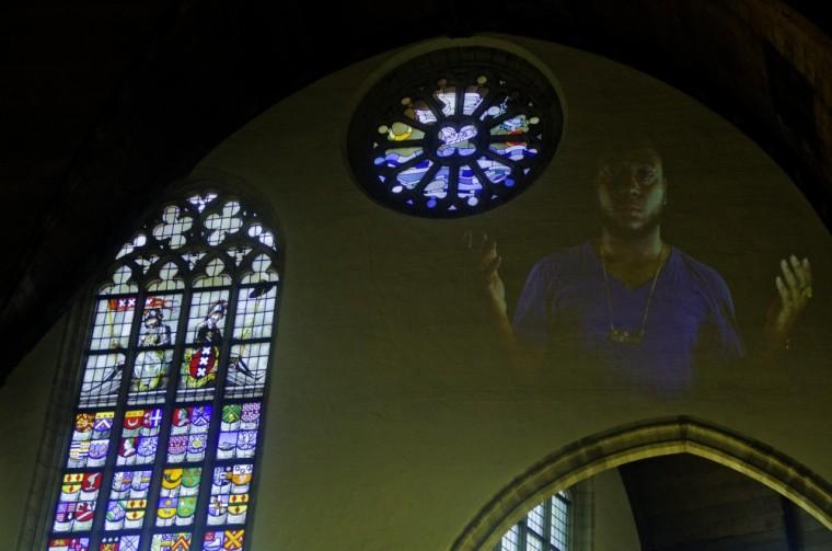 Proyecciones extrañas en la Oudekerk de Amsterdam