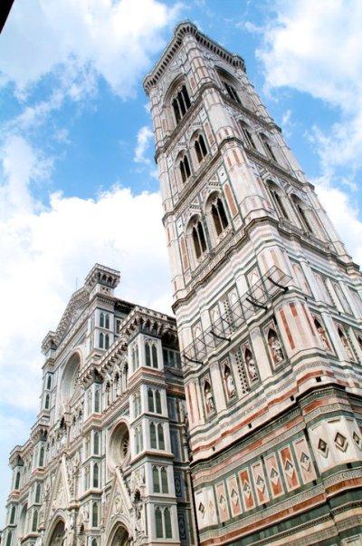 La torre Campanile del Giotto junto a la Catedral de Florencia
