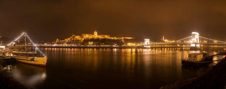 La iluminación nocturna de Budapest, mejorada con la iluminación navideña