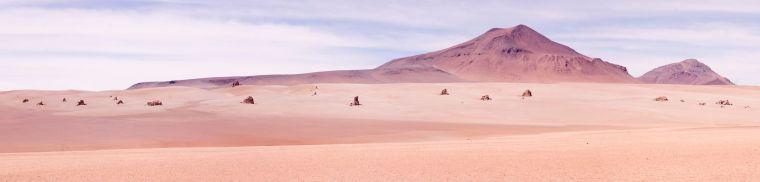 La disposición de estas rocas en este desierto le han dado su sobrenombre de Salvador Dalí