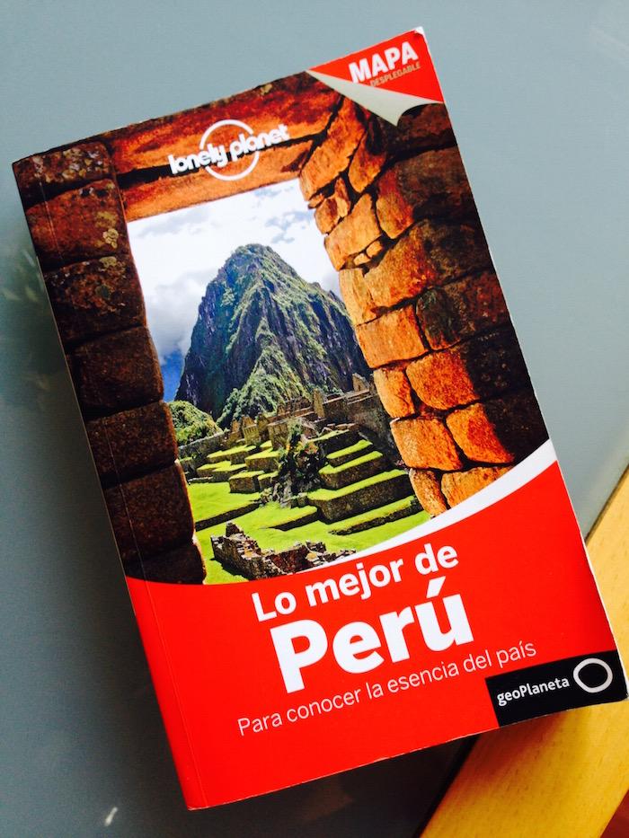 ¡Y por supuesto la Lonely Planet nunca falta! ¡Otra para la colección!