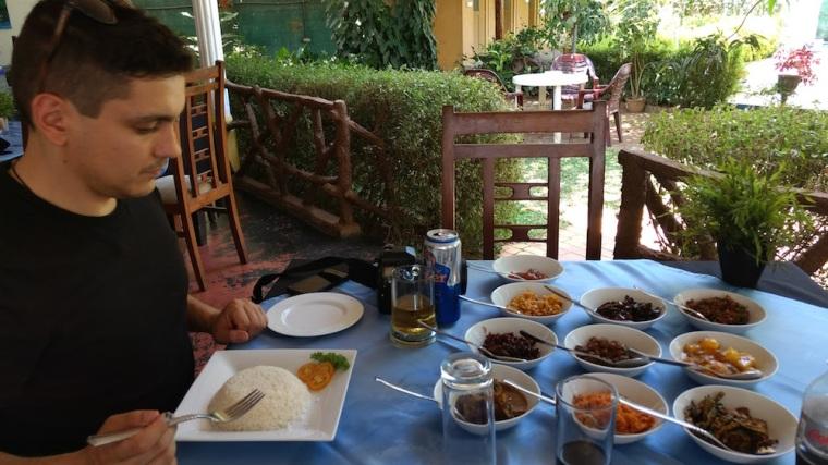 El arroz con curry es el plato por excelencia en Sri Lanka, pero ojo, la variedad de currys que tienen es impresionante