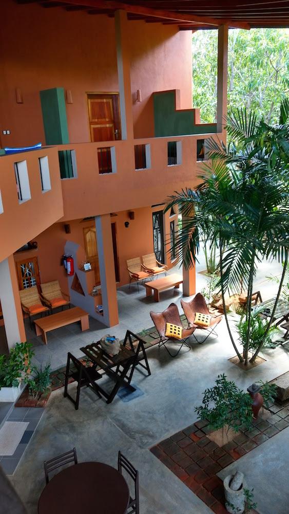 Hotel My Village en Tissa, donde descubrí que los colores tierra son lo más en decoración de interiores