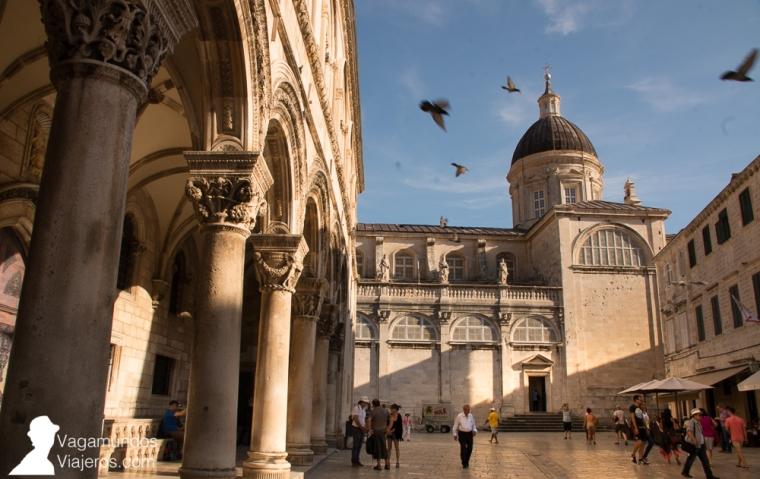 Palacio del Rector a la izquierda y Catedral al fondo