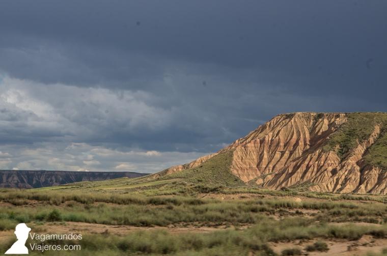 La erosión durante miles de años del terreno arcilloso y arenisco ha dado lugar a las características formaciones de las Bardenas