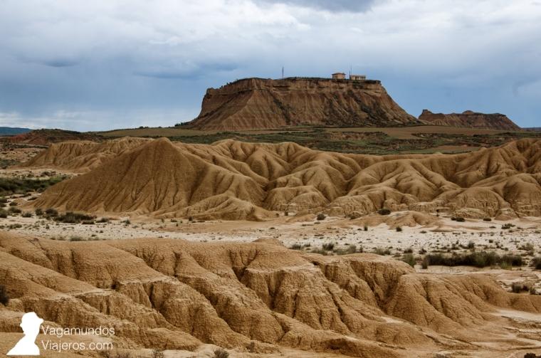 La zona más visitada es la Bardena Blanca, donde se encuentra el paisaje más característico de las formaciones desérticas
