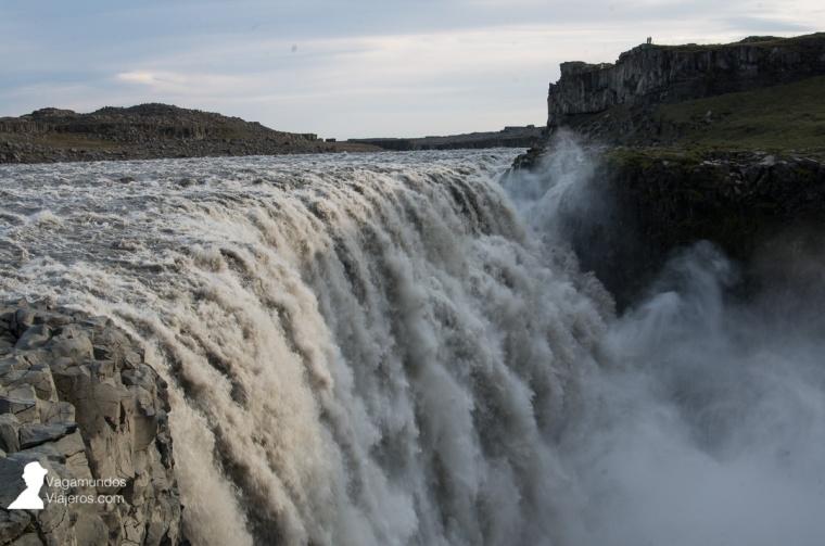 Vista de la cascada Dettifoss desde la orilla este