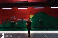 Una de las paredes pintadas en la estación de metro Solna Centrum, de Estocolmo