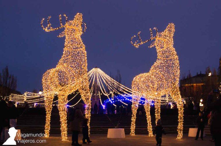 Iluminación navideña y pista de hielo en Kungsträdgården, Estocolmo
