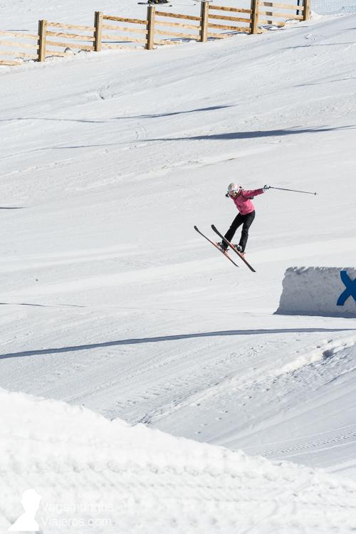 andorra-grandvalira-escapada-andorra-vagamundos-viajeros-salto-esquí-1