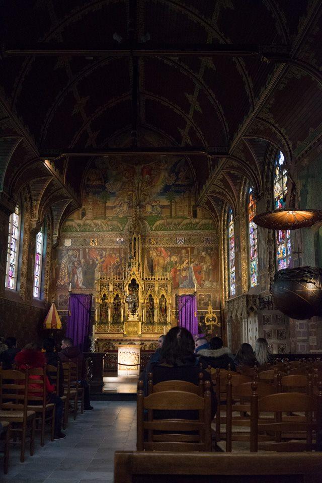 Interior de la Iglesia de la Santa Sangre en Brujas