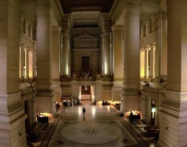 Interior del Palacio de Justicia de Bruselas, aún hoy sede de los Tribunales Centrales de Bélgica