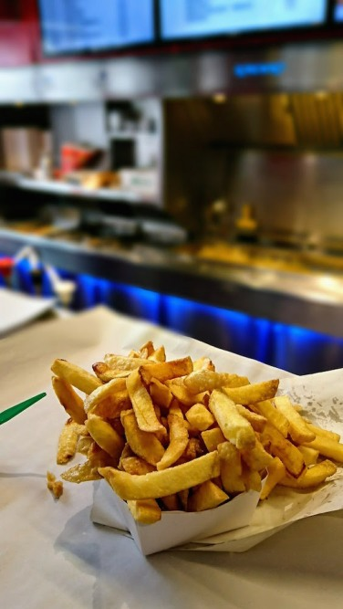 Comer patatas fritas es una tradición en Bruselas