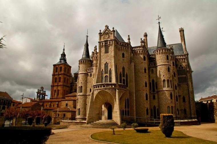 Palacio Episcopal de Astorga, León: uno de los 3 edificios construidos por Gaudí fuera de Cataluña