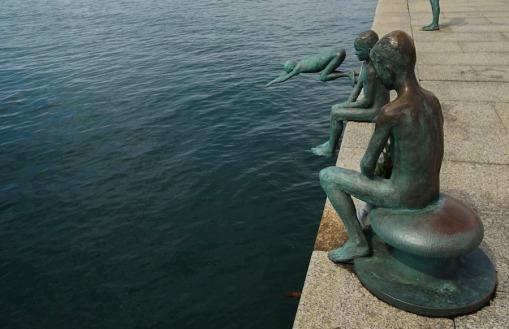 Estatua en homenaje a los raqueros en Santander